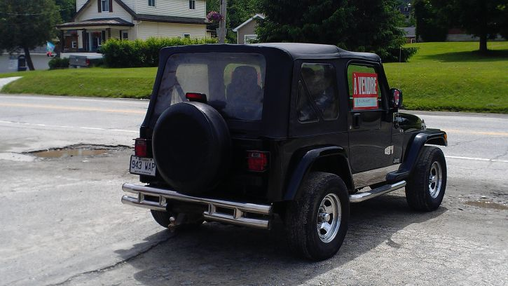 Jeep a vendre achat vente voitures estrie le grand for Vendre voiture a un garage
