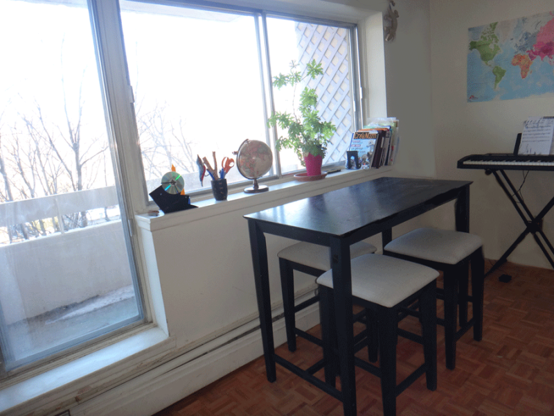 Table de bar montreal for Meuble haut de gamme montreal